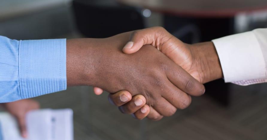Evolution mở rộng quan hệ đối tác với Entain ở Vương quốc Anh
